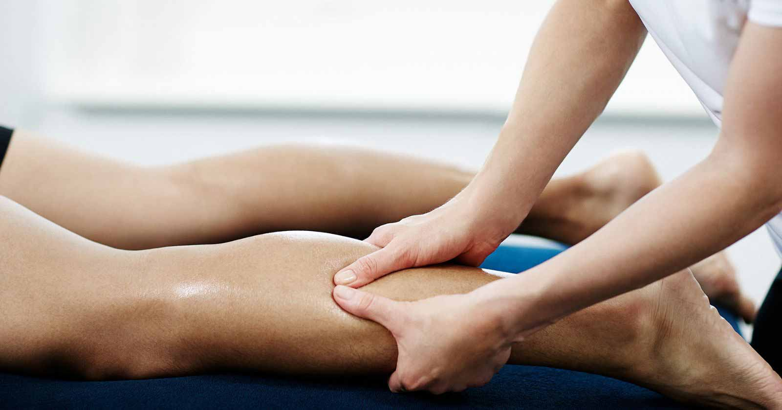 Bacaklarda şişme ve ağrı problemi varsa çözüm: sporcu masajı